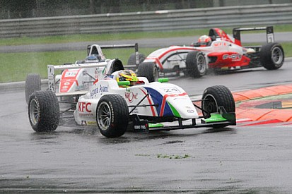 Giovinazzi trionfa al debutto in gara 1 a Monza