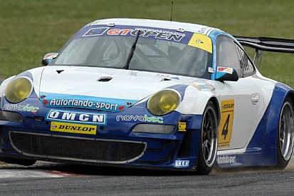 Barba e Ceccato portano la Porsche alla vittoria