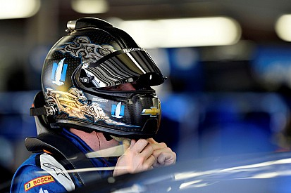 Earnhardt avanza en la velocidad