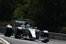 Hamilton vuelve a superar a Rosberg en la tercera práctica