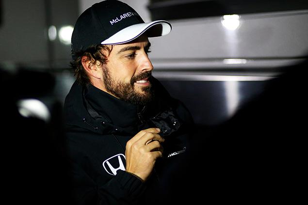 ألونسو إعتقد بأنه كان يقود لفيراري بعد الحادث في برشلونة