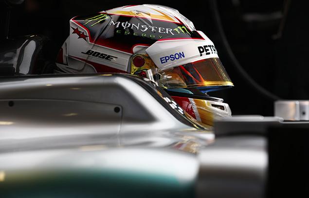هاميلتون يتفوّق على مُنافسيه وينطلق من المركز الأوّل لسباق النمسا