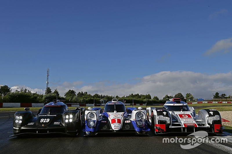 Más de 1.200 km en seco y mojado para Porsche en el circuito de Nürburgring