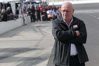 El presidente de IndyCar, Derrick Walker, renuncia a la serie