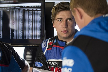 Mostert fastest in V8 FP2