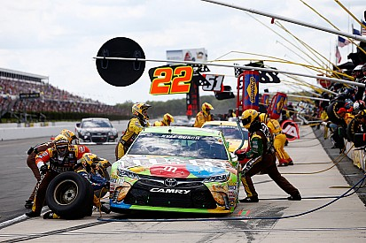 Empty tank robs Kyle Busch of fourth straight win