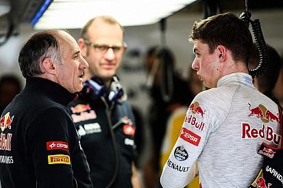 Franz Tost elogia el desempeño de Sainz y Verstappen