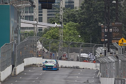Mostert tops first V8 practice in Malaysia