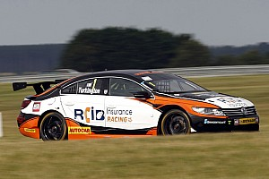 BTCC Qualifying report Snetterton BTCC: Turkington leads all-VW top three in qualifying