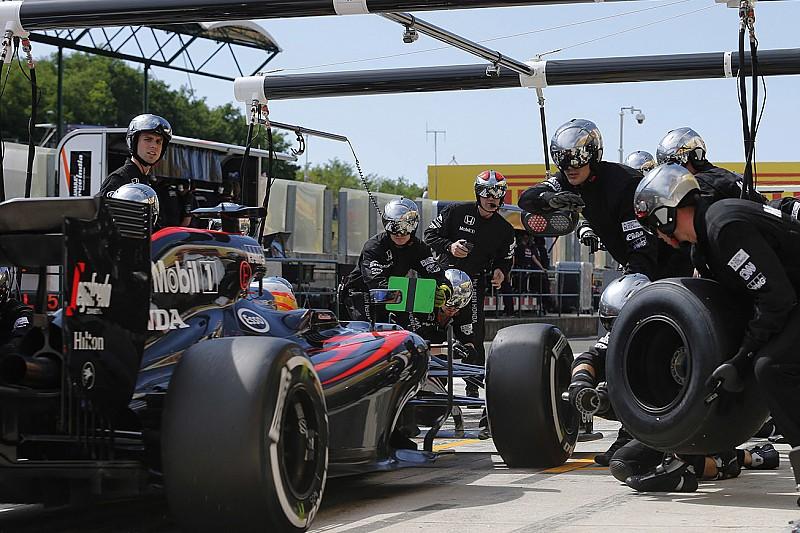 Алонсо попросил дать гонщикам больше свободы в выборе шин