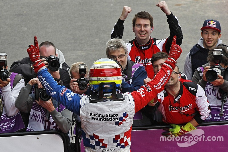 رولاند يهزم فاكسيفيار ليحقق لقب سباق المجر الثاني