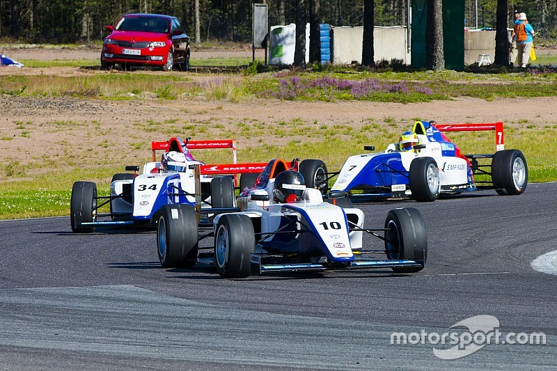 Прямые трансляции SMP Формулы 4 на Motorsport.com