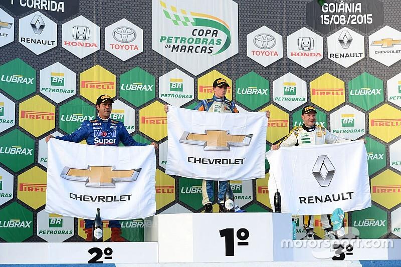 Em vitória de Salas, Barrichello conquista seu primeiro pódio