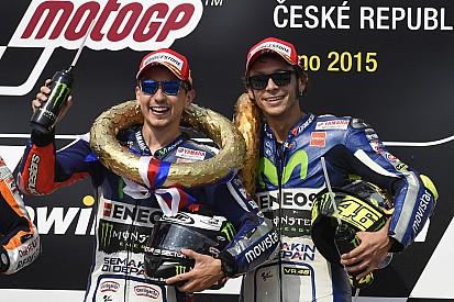 "Rossi's consistency ""unbelievable"", says Lorenzo"