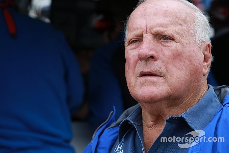A. J. Foyt perderá las dos últimas carreras de IndyCar tras cirugía
