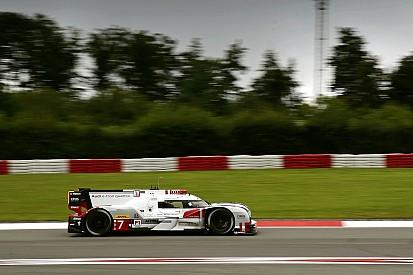 Audi manda en una húmeda primera práctica en Nürburgring
