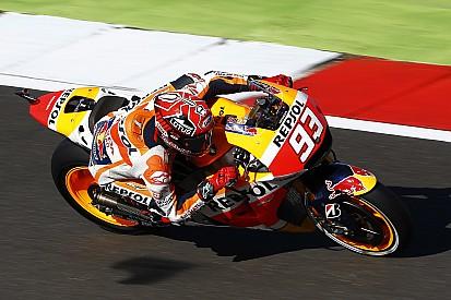 ماركيز يسحب البساط من تحت أقدام لورينزو وينطلق أوّلاً في سباق سيلفرستون