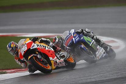 Ancora problemi con il casco per Lorenzo