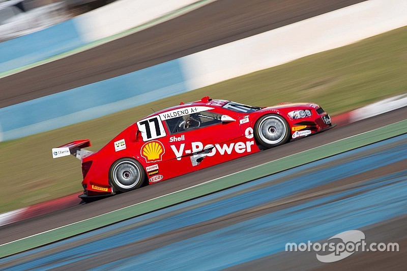 Brazilian V8 Stock Cars: Valdeno Brito and Thiago Camilo master their paces to take victories