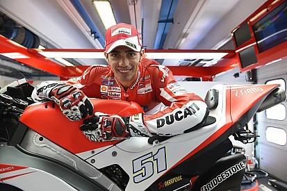Michele Pirro a Misano su una Ducati GP15 ufficiale