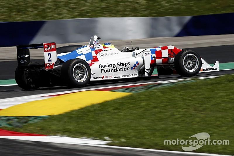 Деннис выиграл первую гонку в Портимане