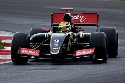 Pole position dominatrice de Matthieu Vaxiviere!