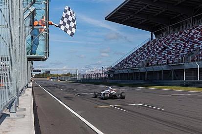Кари выиграл гонку и титул