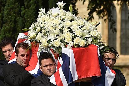 Funeral de Justin Wilson é realizado na Grã-Bretanha