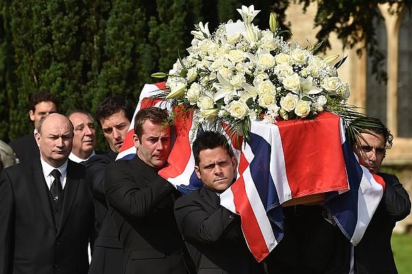 Cientos de personas despiden a Justin Wilson en Inglaterra