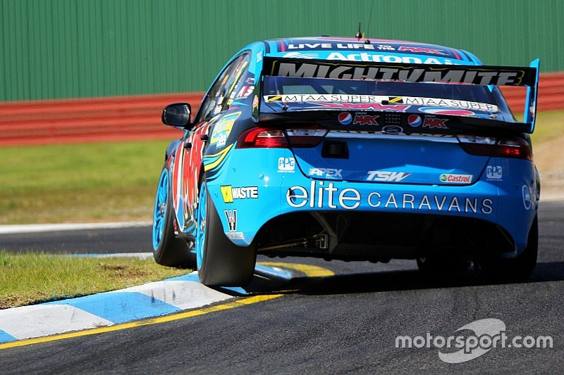 Owen leaves it late to top second V8 co-driver session