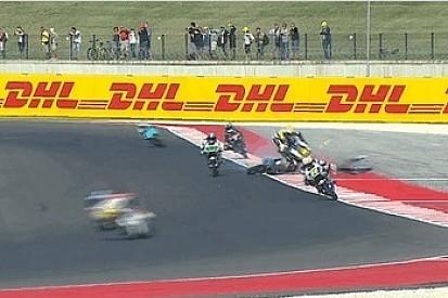 Navarro sofre acidente impressionante na Moto3