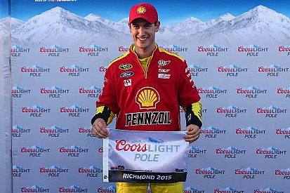 Logano logra su quinta pole de la temporada en Richmond