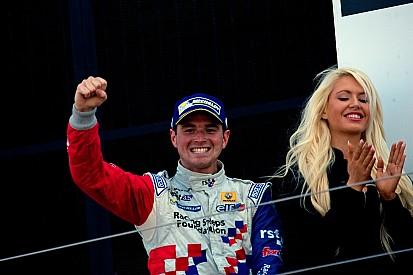 Роуленд уверенно победил в субботней гонке