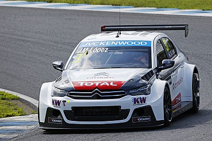 Citroëns tightly packed in qualifying