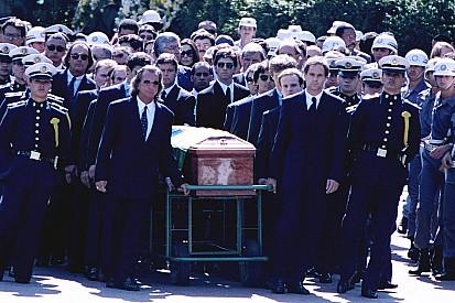 Проста и Стюарта переставили назад на похоронах Сенны
