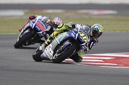 Valentino Rossi ve un gran resultado en Misano