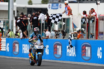 Redding amazed by podium after crash and two bike changes