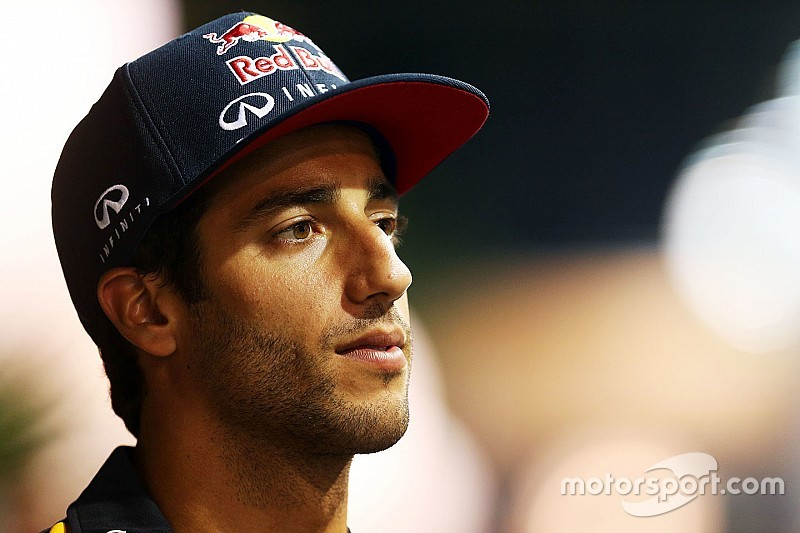 """Ricciardo acredita em """"pegadinha"""" da Mercedes em Cingapura"""