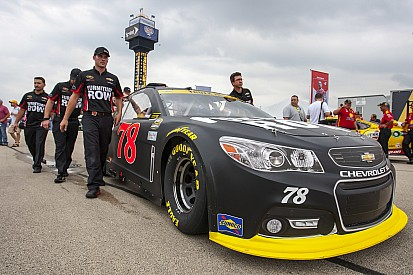 Truex leads the way in second Chicagoland practice