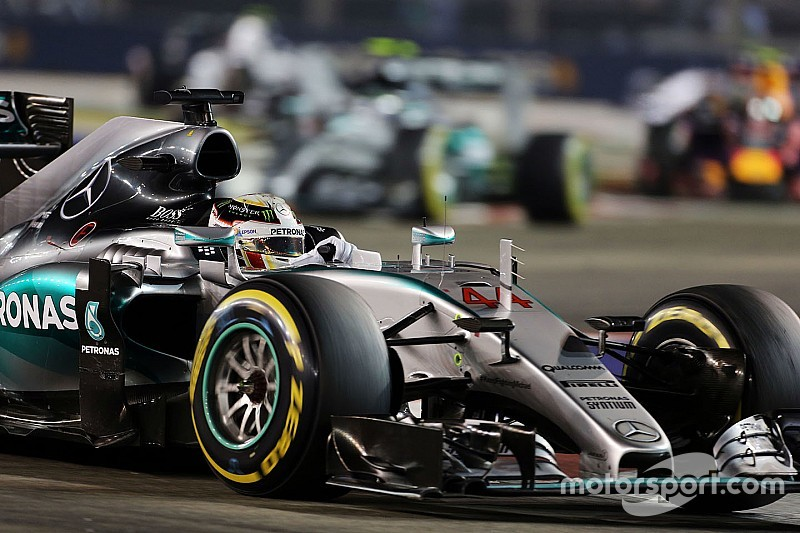 """Mercedes must """"not fall into depression"""" after Singapore"""