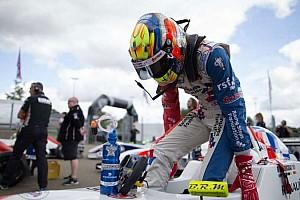 Formula Renault Ultime notizie Ben Barnicoat vince Gara 1 a Le Mans