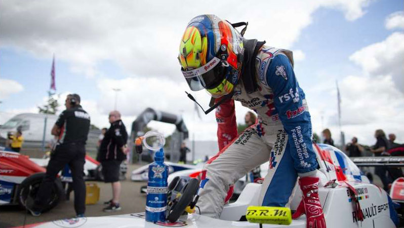 Ben Barnicoat vince Gara 1 a Le Mans