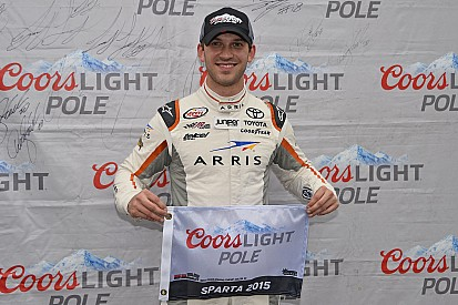 Daniel Suárez gana la pole position en Kentucky