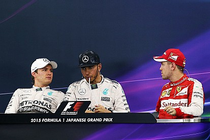 Vettel interrompe Rosberg e faz piada polêmica em coletiva