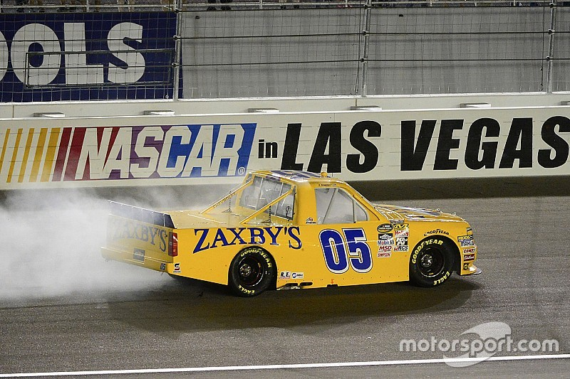 John Wes Townley ganó por primera vez en NASCAR