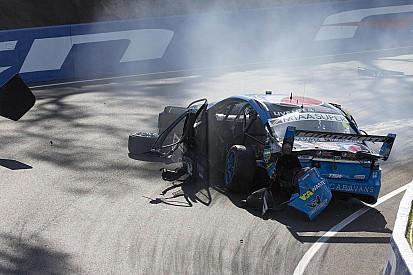 Piloto da V8 Supercars fratura a perna em acidente dramático