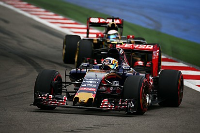 Sainz frustrated after brake problem thwarts charging drive