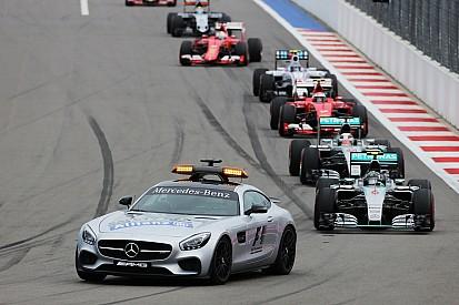 Nico Rosberg pechvogel van de dag: 'Knie klem tegen het stuur'