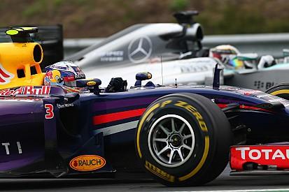 Hamilton perplexe devant les menaces de départ de Red Bull