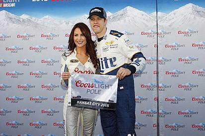 Brad Keselowski in pole al Kansas Speedway